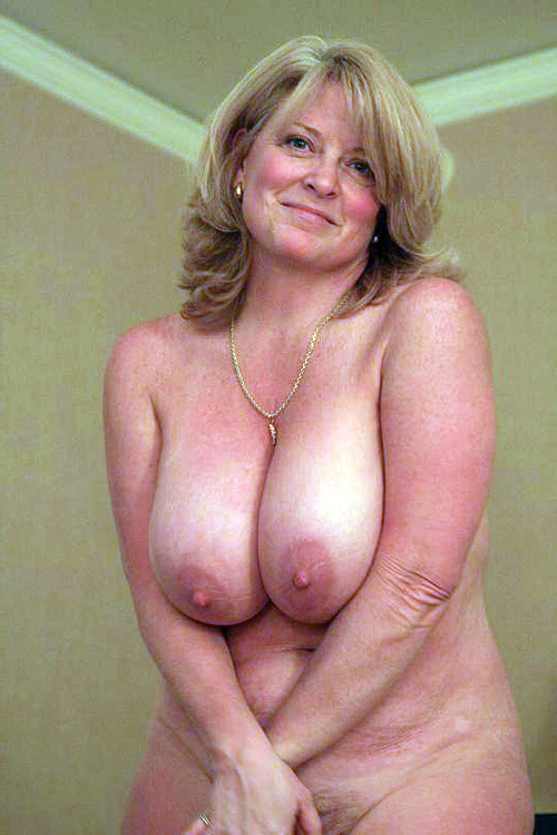 mom daughter nudist pageant